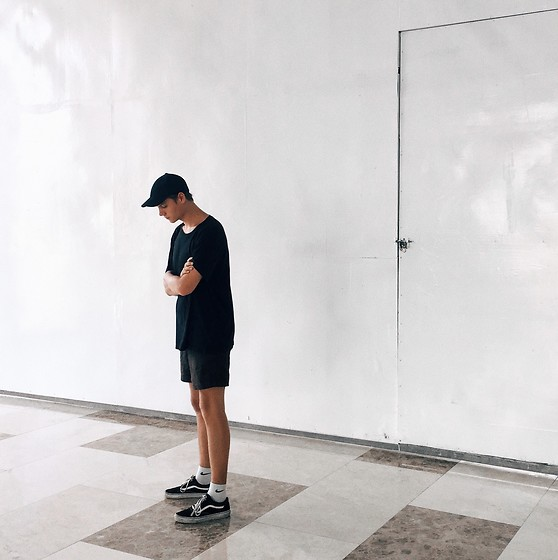 Jelto Witzel - Nike Socks, Vans Old Skool, H&M Cap, Weekday Shorts - The Basic.