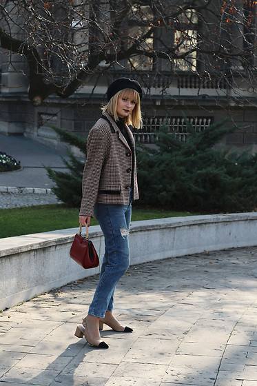 Ana Vukosavljevic - Vintage Blazer, Pull & Bear Jeans, Vintage Bag, Shoes Of Prey, New Yorker Beret - The Ultimate Guide: How To Style A Beret?