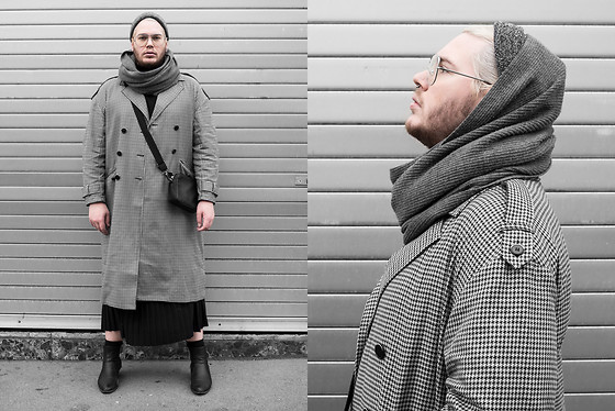Wyatt Morgan - Asos Grey Beanie, H&M Circle Scarf, Amazon Find Oversized Coat, H&M Faux Leather Bag - 21 11