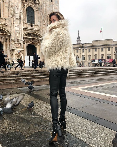 Anastasiia Masiutkina - Flow The Label Faux Fur Coat, Maison Valentino Boots - Saved from cold with my faux fur coat ❤️