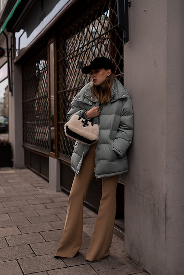 Swantje Sömmer | OffwhiteSwan - Longchamp Bag, All Items On My Blog - Puff Jacket, Flared Pants & Fur Cap
