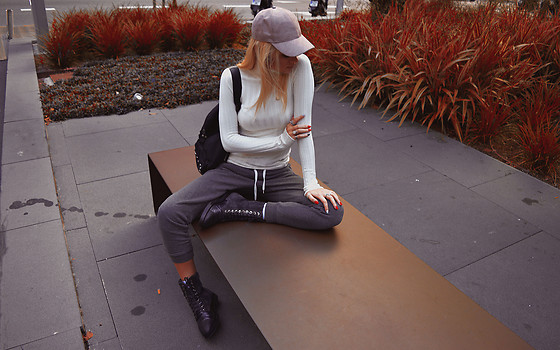 Sabina Bacevich - H&M Sweatpants, Massimo Dutti Combat Boots, Vip Ribbed Turtleneck, H&M Suede Leather Cap, Romwe Studded Backpack - Turtleneck 3 ways (2nd look)