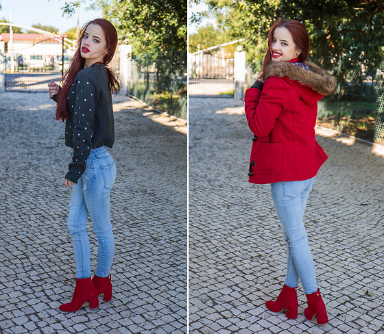 Cátia Dionísio -  - Red boots