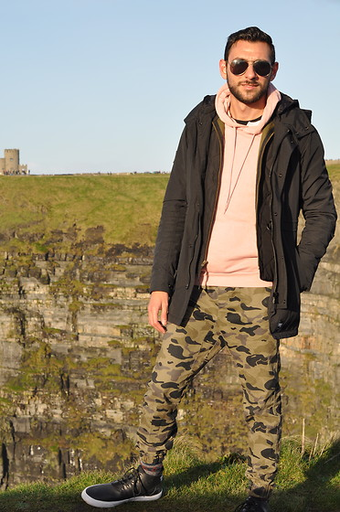 Hector Diaz - Superdry Windstopper Jacket, J. Crew Puffy Vest, H&M Light Pink Hoodie, H&M Camo Joggers, Sperry Topsider Cutwater Chukkas - Ire (Land)