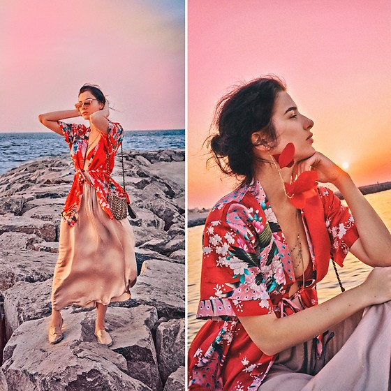 Natasha Karpova - Accessorize Bag, H&M Body Chain, No Brand Floral Kimono - PERSIAN GULF