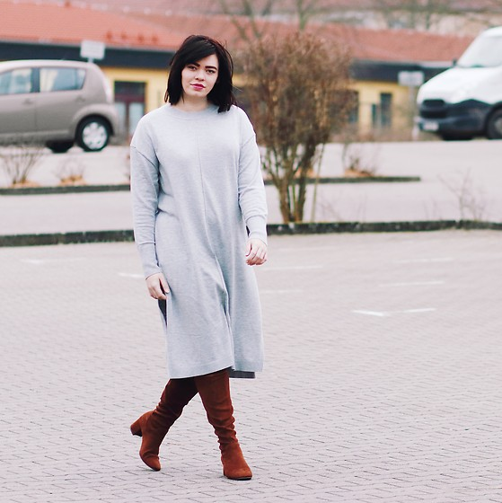 Mel T -  - Grey Midi Dress + Brown Boots