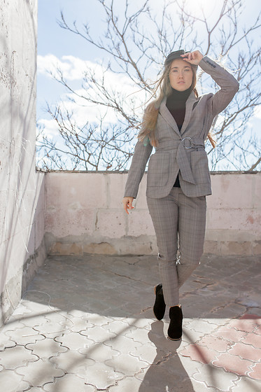 Mary Ryabich - Asos Hat, Zara Turtleneck, Bershka Suit, Rosegal Suede Boots - Rosegal Suede Boots