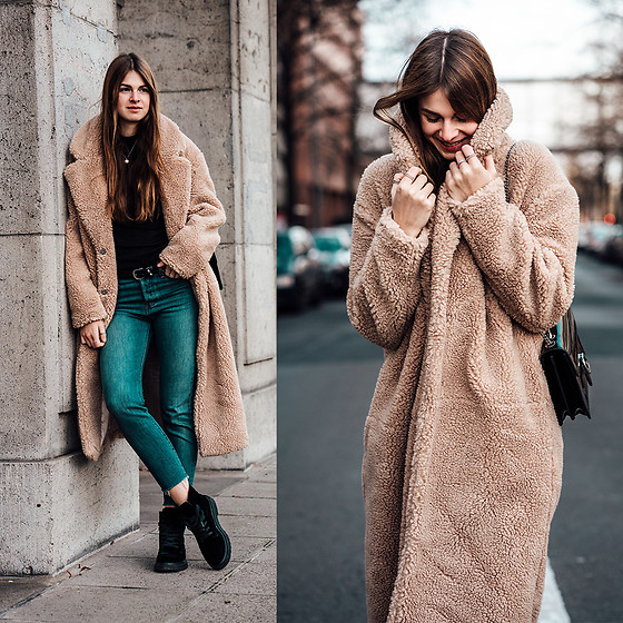 Jacky - H&M Coat, Levi's® Jeans, Calvin Klein Boots -  How to wear a teddy coat