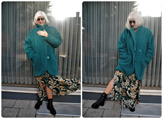 Reni E. -  - Teddy coat and floral dress