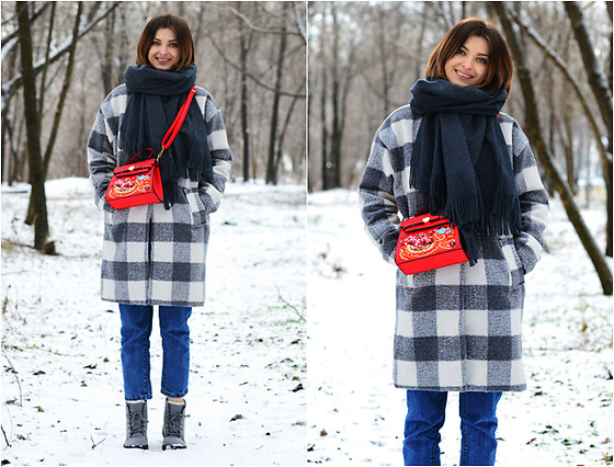 Malinina-ek - - Sammydress Scarf, Romwe Jeans, Sammydress Boots, Zaful Bag - Grey & red