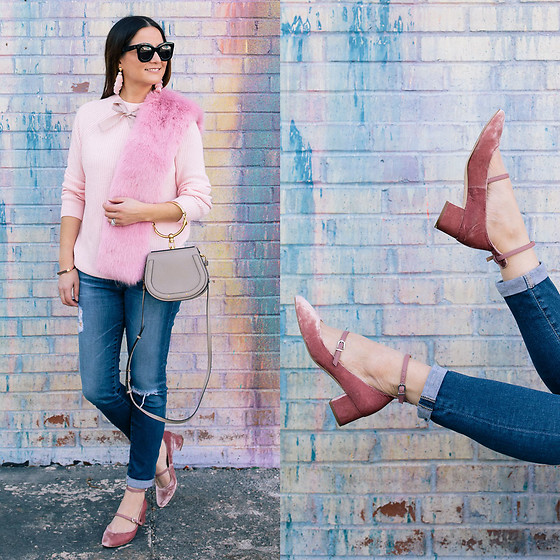 Jenn Lake - J. Crew Pink Bow Sweater, J. Crew Pink Faux Fur Stole, Sam Edelman Lulie Velvet Pumps, Adriano Goldschmied Stilt Cropped Jeans, Chloé Nile Bracelet Bag, Celine Marta Sunglasses, Baublebar Pink Fringe Earrings - J. Crew Pink Bow Sweater