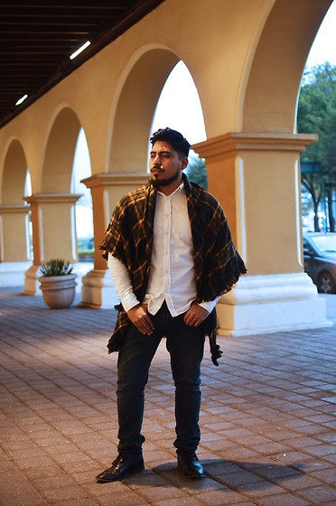 Pepe Vela - Zara Shoes, Gap Jeans, H&M Shirt, Pull & Bear Big Scarf - Cozy!