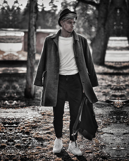Edgar - H&M Black Cotton Trilby, Nike White, Zara Black Cropped Pants, Gray Overcoat, Primark Black Backpack, H&M White Long Sleeve T Shirt - IT'S COAT SEASON !