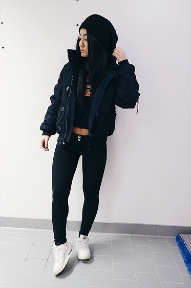Jenny Drugge - Alpha Industries Bomberjacket, Freddy Wrup Tights, Nike Sneakers - Swag all day king