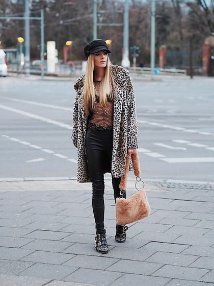 Laura Simon - Chloé Studded Boots, Topshop Teddy Bag, Urban Outfitters Leather Pants, Topshop Golden Stars, Zara Leo Coat, Anthropologie Black Cap - Animal Print streetstyle 💫
