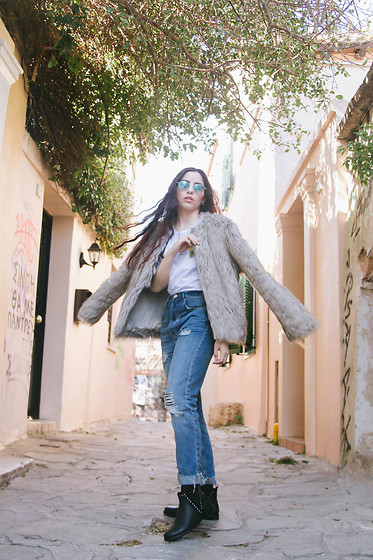 Life Stalkers - Bershka Eco Fur, Bershka Boyfriend Jeans, Bozikis Leather Ankle Boots, Rayban Circular Sunglasses, H&M White Shirt - Ready Fur March