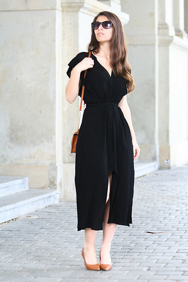 Carmen Schubert - Zara Black Summerdress, Zara Cognac Heels, Mango Brown Bag - Black Summerdress