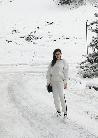 Tneale Williams - Zara White Sweater, Zara Trousers, Nike Cortez - Snow white.