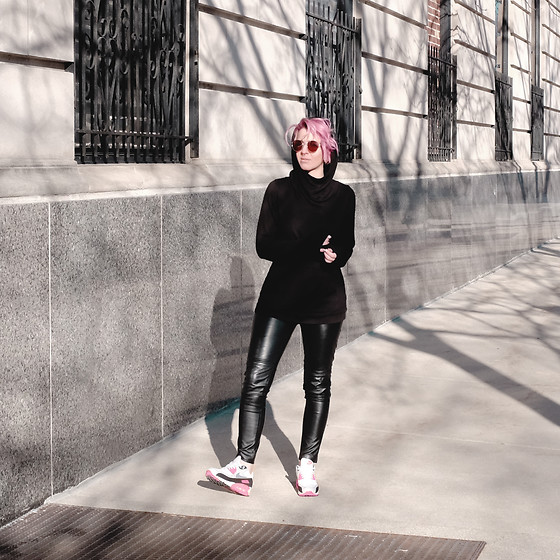 Jessie Bee - Wulfka Ginsberg Hoodie, H&M Faux Leather Leggings, Nike Air Max 90 Infra Red, Madewell Fest Sunglasses - The Best Hoodie in the World