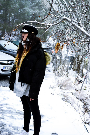 Noemí Puig - Pull & Bear Hat, Bershka Coat, Zara Sweater, Desigual Jeans, Adidas Sneakers - WINTER