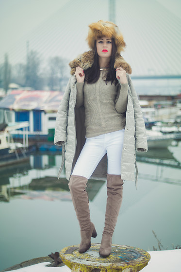 Aevoulette Benssalconia - Krzno Stevanovic Fur Hat, Amisu Sweater, Divided White Pants, Gaga Fashion Boots, Mona Winter Fur Jacket - Frozen Ground