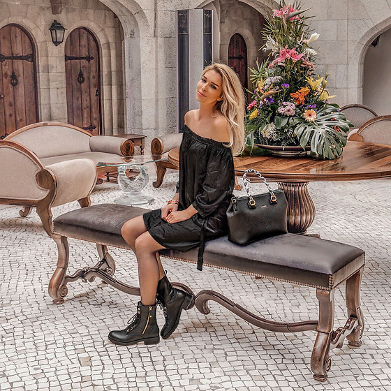Vera Hutterer - Heartkiss Black Dress, Tommy Hilfiger Black Ankle Boots, Liu Jo Black Bag - Lisbon Style | la-blonde.com