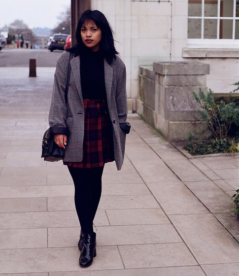 Maë RZF - Primark Jacket, Thrifted Tartan Skirt, Primark Harry Potter Bag, New Look Boots - FULL BLOWN LOVE