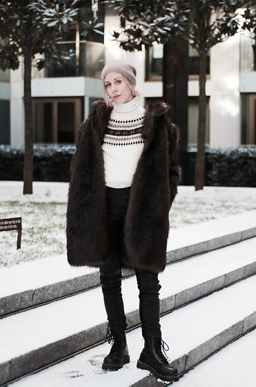 Daniella Robins - Dr. Martens Boots - How I Did Snow Style In London
