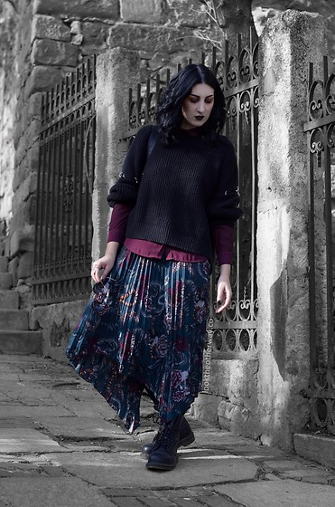 Ellone Andreea - H&M Pleated Skirt, Dr. Martens, Pull & Bear Pierced Knit, Sixx Serpent Ring, Meli Melo Round Glasses, H&M Buttondown - The Serpent