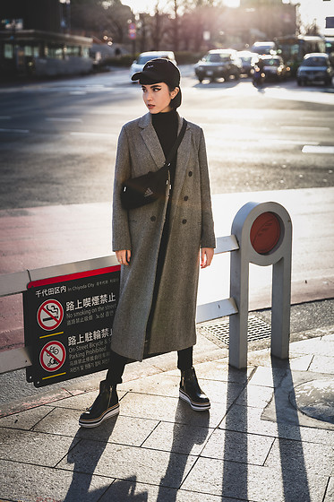 Samantha Mariko - Magic Stick Hat, Uniqlo Turtleneck, Comptoir Des Cotonniers Coat, Moussy X Adidas Bag, Zara Shoes - Simple