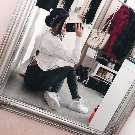 Jenny Drugge - H&M Top, Nike Sneakers, H&M Jeans - White and grey