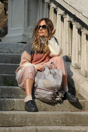 Eniwhere Fashion - Kipling Joetsu, Zara Tulle Skirt, Calzedonia Socks, Prada Sunglasses - How to wear a Kipling backpack
