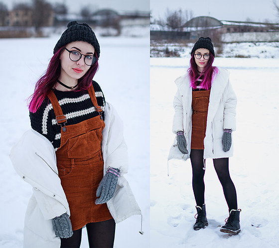 Valeria Chizhova - Pull & Bear Overall, Stradivarius Puffer Coat, Dr. Martens Boots - Be happy like a child with leraseyo.blogspot.com