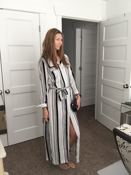 Cindy Batchelor - Striped Long Sleeved Maxi Dress With High Front Slit - Striped Long-Sleeved Maxi Dress with High Front Slit