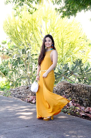 Kristen Tanabe - Zara Yellow Knit Dress, Zara Colorful Resin Earrings, Topshop Gold Chain Belt, Gamiss White Metal Handle Purse, Forever 21 Yellow Platform Heels - Artsy Colorful Vibes