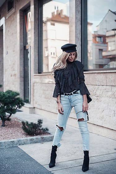 Dragana Savic - Na Kd Blouse, Zara Jeans, Egoofficial Boots - Black with jeans