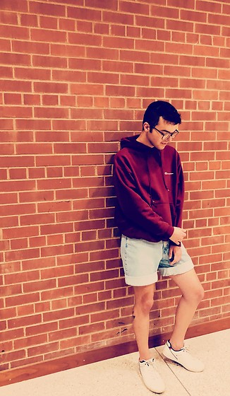 Drew Harrison - Champion Maroon Cozy Hoodie, Levi's® Vintage Denim Shorts, Champion White Sneakers - Vintage Vibes