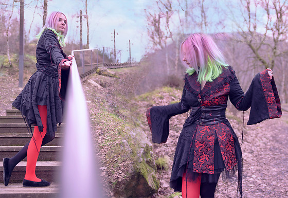 Darkrevette - Punkrave Kimono, Aliexpress Bicolor Tights - Hong Kong Garden