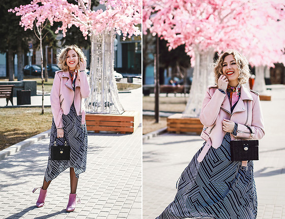 Margarita Maslova - Zara Pink Jacket, Zara Bag, H&M Dress, Gucci Silk Scarf - Back to pink