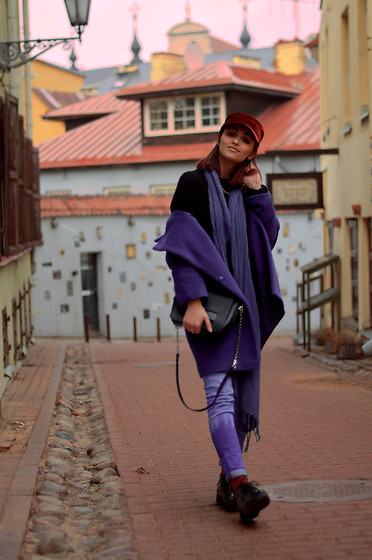 Sabina B - Zara Shoulder Bag, Alikante Classy Creepers, Bershka Oversized Sweater, El Cort Ingles Velvet Paper Boy Cap - Vilnius is so cute!