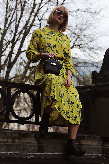 Ana Vukosavljevic - H&M Dress, Zac Posen Bag, Giant Vintage Boots, Gucci Sunglasses, H&M Necklace, Mockberg Watch - Wear Yellow Even If You're Blonde
