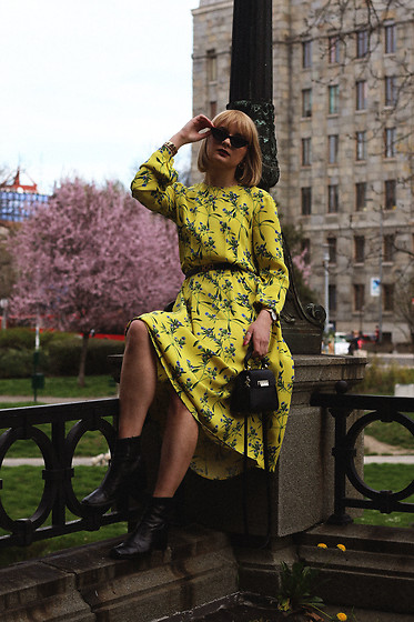 Ana Vukosavljevic - H&M Dress, Giant Vintage Ankle Boots, Gucci Sunglasses, Zac Posen Bag - Wear Yellow Even If You're Blonde
