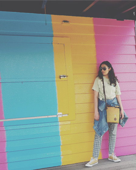 Sahar Maleki - Converse Shoes, Guess? Sunglasses - Colourful Sunday