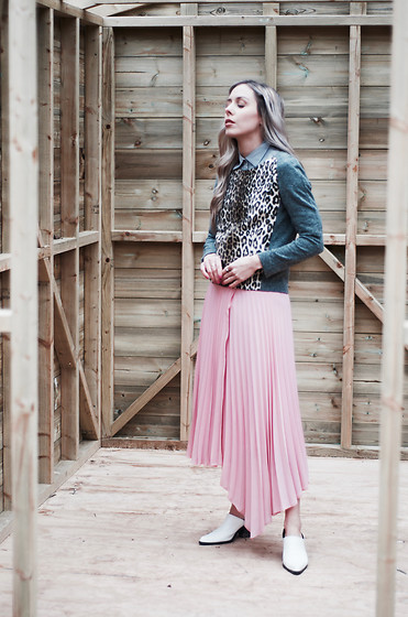 Daniella Robins - Marks & Spencer Pleated Skirt - The Leopard That Wore Pink