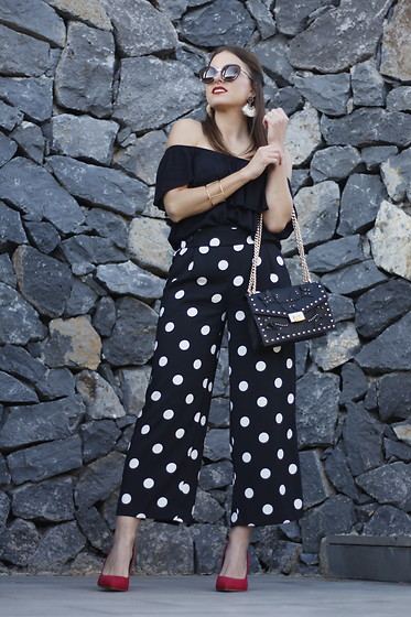 Carolina González Toledo - Mango Sunglasses, Mango Earrings, Mango Bag, Zara Pants - Polka dots