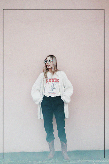 Daniella Robins - Black Eyewear Sunglasess - Style Story: Rodeo Girl In A Haze Of Pink