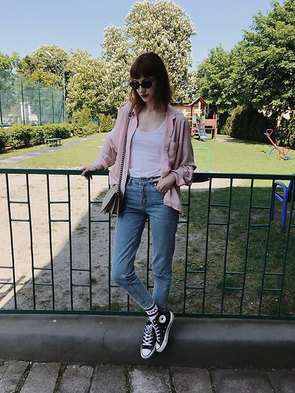 Maria Joanna - Converse Sneakers, Pull & Bear Mom Jeans, American Apparel Top, H&M Bag - Blue jeans, pink shirt