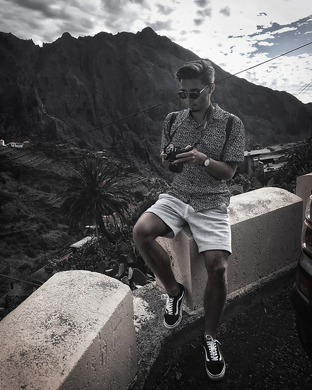 Edgar - H&M White Cotton Shorts, Vans Black Old Skool Sneakers, Midnight Surf Monochrome Shirt, Daniel Wellington Black Leather Watch, Black Framed Optical Glasses - CANARY ISLANDS TRIP