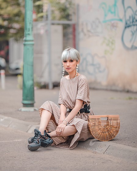 Eea Ikeda - Cult Gaia Bamboo Bag, Louis Vuitton Arclight Sneakers, Gucci Belt, Pull & Bear Earrings, G.U. Dress - Cult Gaia