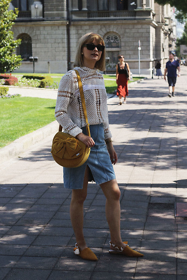 Ana Vukosavljevic - Yoin Blouse, Vintage Skirt, Sam Edelman Shoes, Mastuffari Bag - The Ultimate Guide: How To Style A Colored Bag?